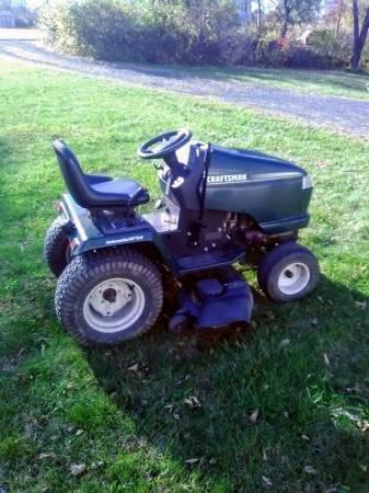 Photo Craftsman garden tractor 3000 gt - $550