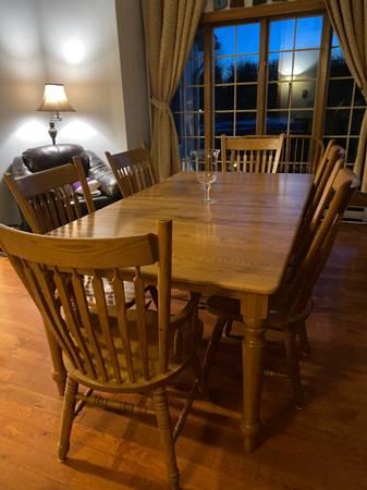 Photo Dining room table and chairs Oak Farmhouse - $720 (Saylorsburg)
