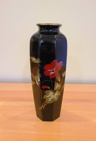 Photo Japanese Tall Vase 11quot Fine China - $25 (Howell, NJ)