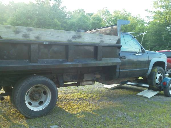 Photo Parting out 95 Chevy 3500 HD - $12,345 (East Stroudsburg)