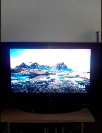 Photo Samsung hdtv with stand - $60 (tobyhanna 611)