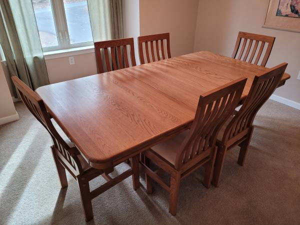 Photo Solid Oak Dining Room Table  6 Chairs - $300 (Lakeville)