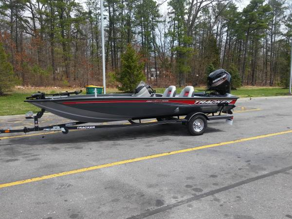 Photo Tracker bass boat - $18800 (barrington)