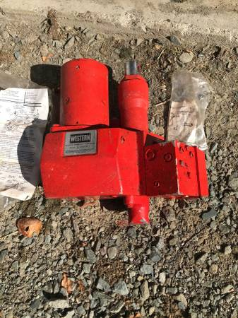 Photo Western Hydraulic Snow Plow Pump - $650 (Greentown)