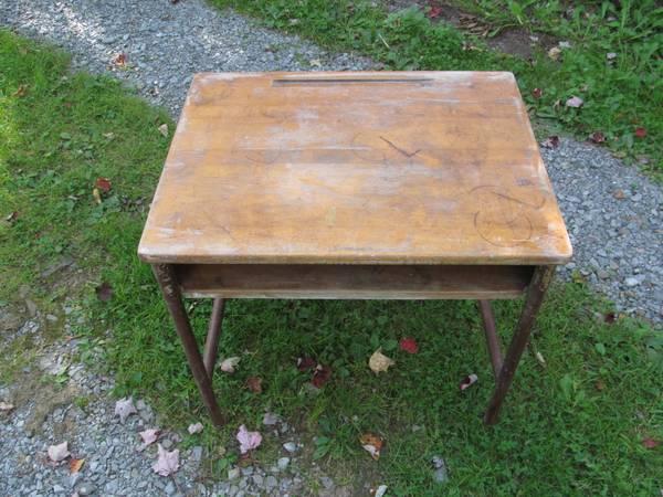 Photo Wooden Top Children39s School Desk (Vintage) - $20 (Lenoxville)