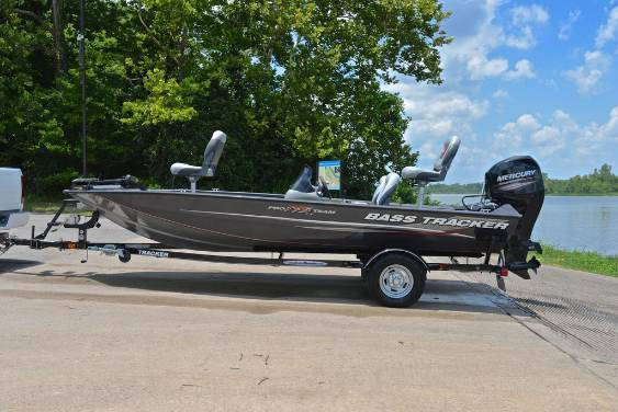 Photo 2012 Tracker Pro175 Bass Boat Is in Great Condition () - $1,800