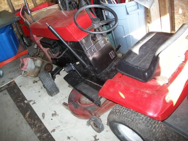 Photo sm wheel horse tractor - $125 (stroudsburg)