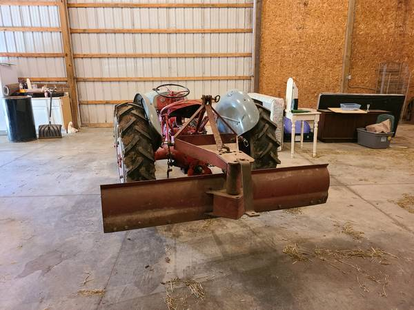Photo 1947 2 N Ford Tractor - $2500