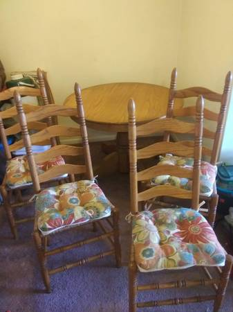Photo Amish built Oak dining set - $400 (Port Huron)