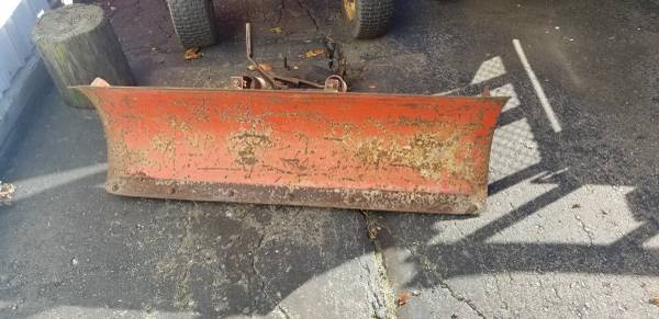 Photo Simplicity plows and snowblower - $100 (Richmond area)