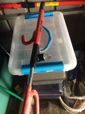 Photo The Club Anti-Theft Device Red Steering Wheel Lock - $20 (fort gratiot)