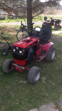 Photo WANTED broken Wheel horse tractor (Capac)