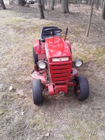 Photo Wheel Horse c101 Lawn Garden Tractor - $625 (Fort Gratiot)
