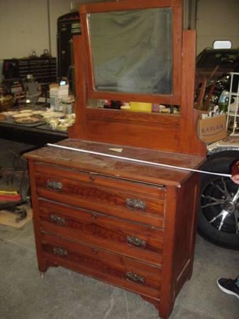 Photo antique dresser with mirror - $200 (Port Huron)