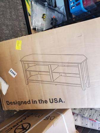 Photo corner tv stand - $105 (Port Huron)
