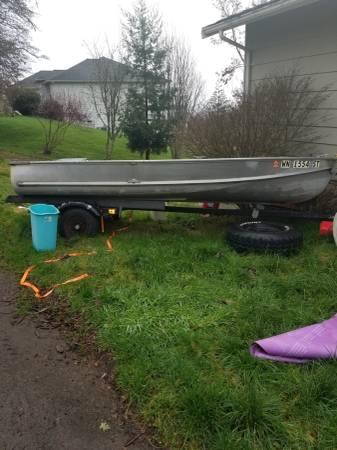 Photo 14 ft crestliner aluminum boat with trailer - $600 (Cathlamet wa)