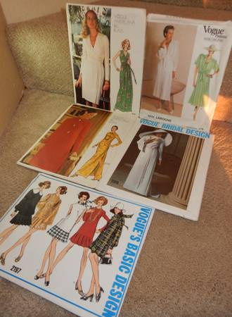 Photo 17 VINTAGE Vogue 1950s60s70s80s PATTERNS Womens - $6 (Vancouver)