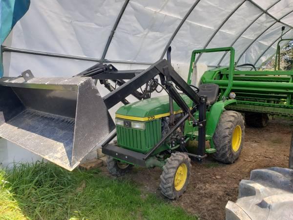 Photo 1993 John Deere 770 4x4 Tractor with Loader - $8500 (Battleground)