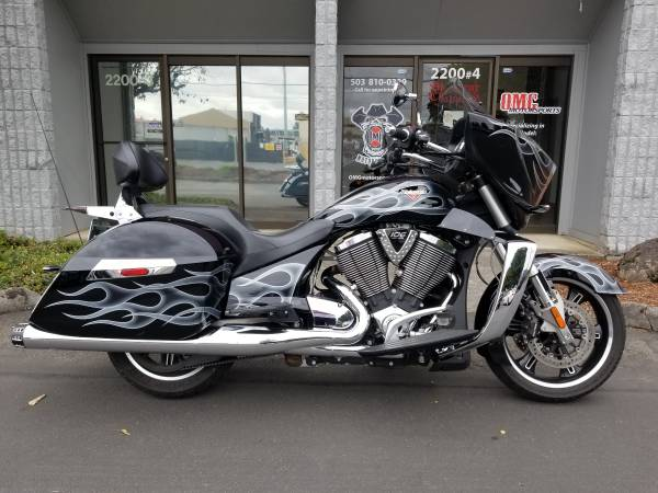 Photo 1 OWNER 2013 VICTORY CROSS COUNTRY RCX EXHAUST, ONLY 8720 MILES - $12995 (PDX  OMG MOTORSPORTS  YES WE BUY BIKES)