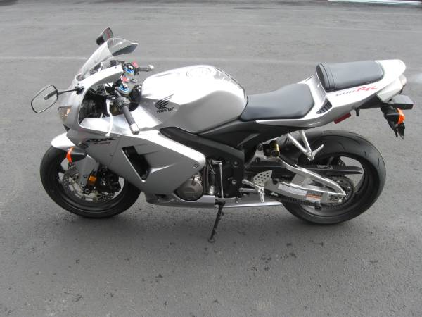 Photo 2006 Honda CBR600RR-3,867 miles-Excellent Condition-Adult Owned - $6,700 (Vancouver)