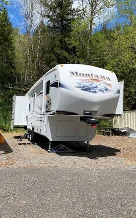 Photo 2012 Montana 5th Wheel Trailer - $34,000 (Vancouver)