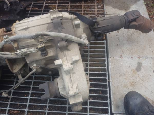 Photo 241c transmission from a 1995 chevy suburban - $100 (gresham)