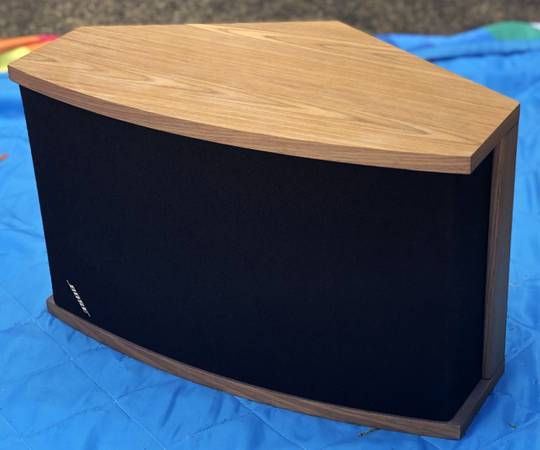 Photo (2) Vintage BOSE 901 Series V Walnut Speakers WITH Stands - $250 (Beaverton)