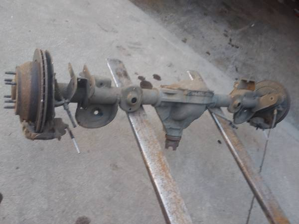 Photo 6 Lug rear axle from 2004 chevy trailblazer 4x4 - $200 (gresham)