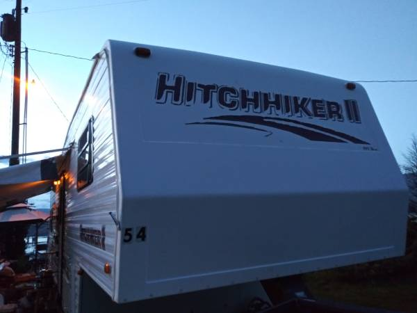 Photo 97 Hitchhiker 2 5th wheel - $6500 (Goldendale)