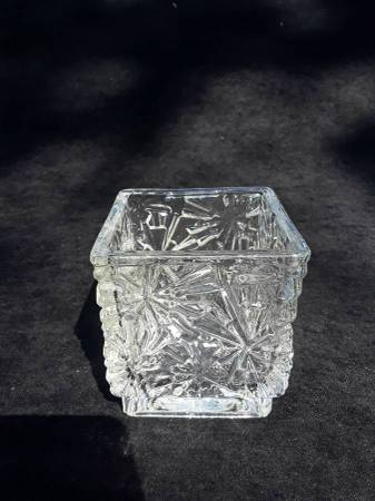 Photo Avon collectible cut glass candle holder - $5 (Sandy)