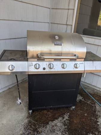 Photo BBQ and parts to repair it (Oregon City)