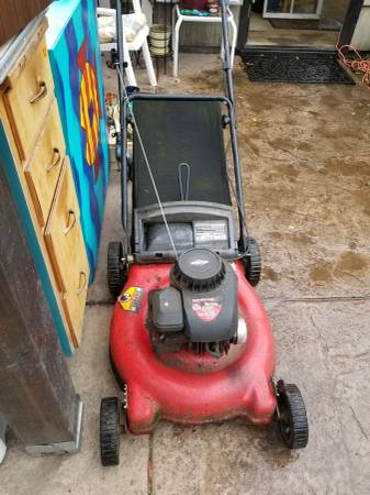 Photo Briggs and Stratton Push Mower. 21 inch 500 Series 158cc Pick up in P - $100 (Portland)