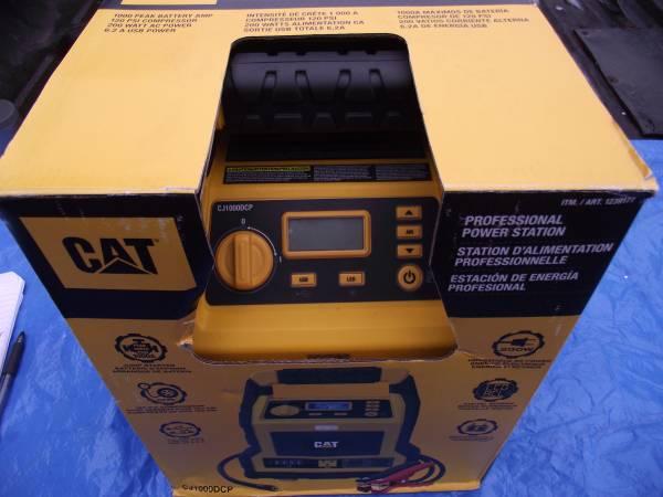 Photo CAT 3 in 1 Professional Power Station Battery Jumper Compressor - $110 (Portland)