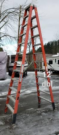 Photo Columbia 12 ft twin fiberglass step ladder (type 1A-300)($320home depot) - $230 (Clackamas)