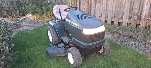 Photo Craftsman lawn tractor - $1,450 (Gresham)