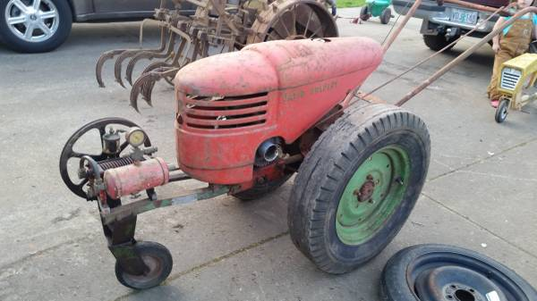 Photo David Bradley Garden Tractor with Compressor - $400 (Salem)