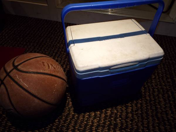 Photo Good used Coleman 9 quart cooler - great size for daily meals - $8 (portland)