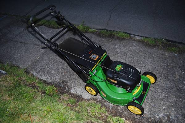 Photo John Deere 21quot Lawn Mower 6.5hp Lawnmower SELF PROPELLED - $275 (NE Portland)