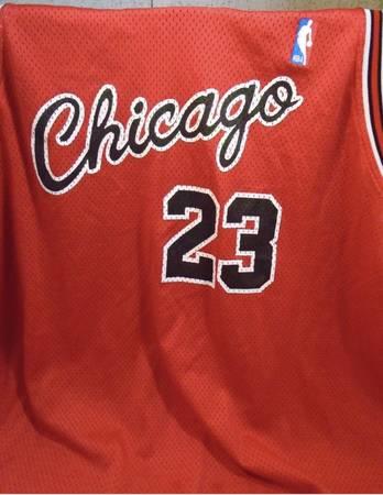Photo Michael Jordan 8403 rookie jersey NIKE htf size 60 - $80 (North Portland)