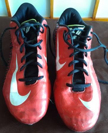 Photo NIKE V Strike Football Cleats Shoes Red White Black Mens 8.5 8 12 - $10 (Vancouver, WA)