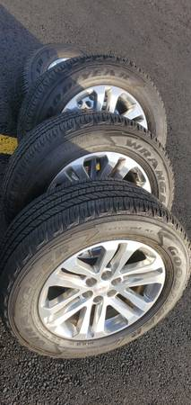 Photo Newer Gmc canyon 265 60 18 goodyear wrangler Tires wheels - $495 (Vancouver)