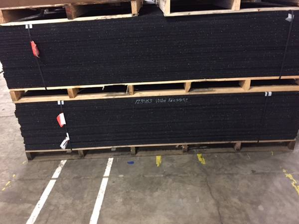 Photo Rubber Gym Flooring 8 by 4 Foot Sheets - $75 (Portland)