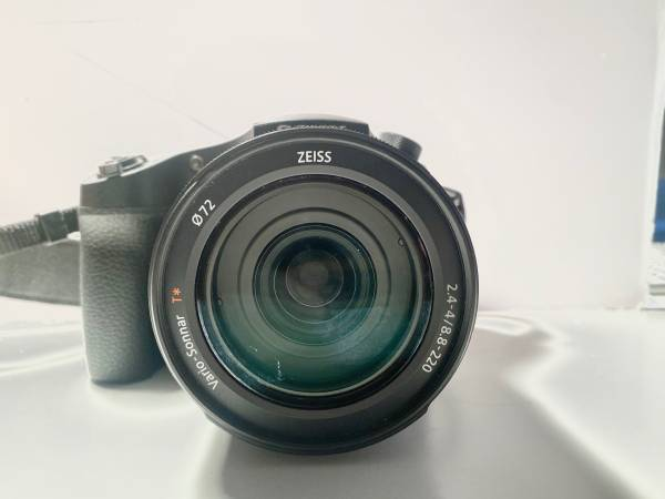 Photo Sony RX10 Mark 3 DSCrx10m3 high speed 960fps 4k Zeiss lens - $300 (Sellwood)