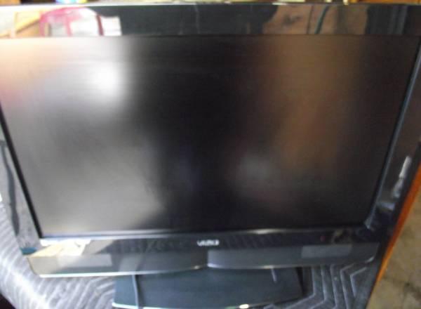 Photo VIZIO 32-inch LCD Television Flat Screen HDTV HD TV - $70 (SE Portland)