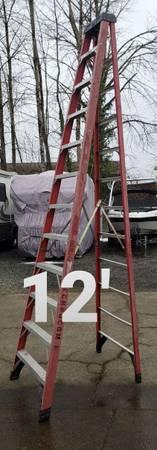 Photo Werner 12-ft fiberglass step ladder (type 1AA-375) - $175 (Clackamas)