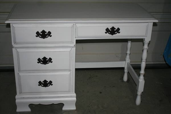 Photo White desk all wood  distressed - $130 (vancouver)