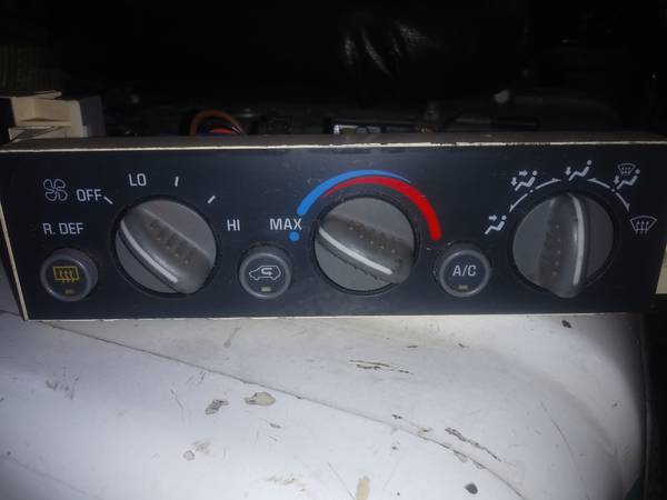 Photo heater  AC controls from a 1995 chevy suburban - $50 (gresham)