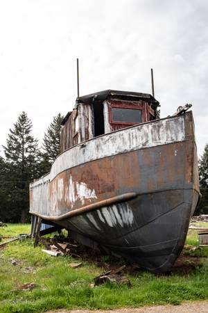 Photo steel boat,white detroit diesel motor (beavercreek)