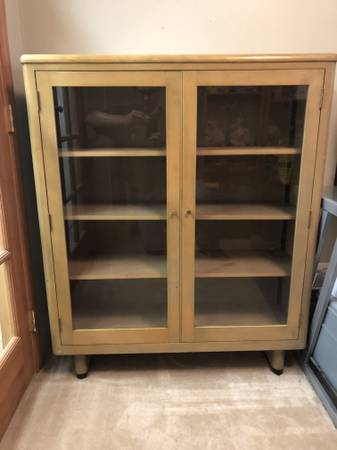 Photo vintage glass front cabinet with adjustable shelves - $140 (milwaukie oregon)