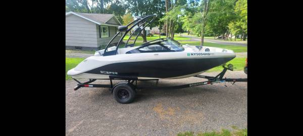 Photo 2016 Scarab 195 Jet Boat 2OO HP Supercharged better than Yamaha - $29,995 (Marcellus)
